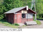 Купить «Старое здание сельского магазина», фото № 5941224, снято 20 ноября 2019 г. (c) Vladimir Sviridenko / Фотобанк Лори