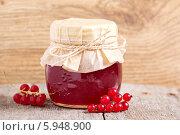 Купить «Желе из красной смородины в банке», фото № 5948900, снято 26 июля 2013 г. (c) Елена Веселова / Фотобанк Лори