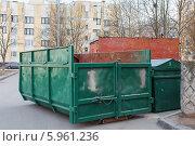 Купить «Зеленые контейнеры для мусора. ПУХТО - пункт утилизации и хранения твердых отходов», фото № 5961236, снято 22 января 2020 г. (c) Vladimir Sviridenko / Фотобанк Лори