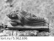 Купить «Черно-белый спящий Будда», эксклюзивное фото № 5962696, снято 27 мая 2014 г. (c) Ната Антонова / Фотобанк Лори