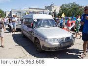 Парад ретро-автомобилей на Центральной площади г. Тольятти (2014 год). Редакционное фото, фотограф Дудакова / Фотобанк Лори