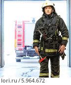 Купить «Пожарный в защитной экипировке», фото № 5964672, снято 20 мая 2014 г. (c) Andrejs Pidjass / Фотобанк Лори