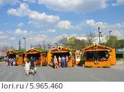 Купить «Москва, ярмарка в парке Музеон», фото № 5965460, снято 1 мая 2014 г. (c) Овчинникова Ирина / Фотобанк Лори