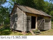 Купить «Деревянное строение в деревне», фото № 5965988, снято 23 июля 2013 г. (c) Валерия Попова / Фотобанк Лори