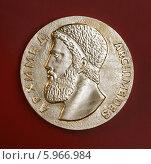 Купить «Настольная медаль. Архимед», фото № 5966984, снято 18 ноября 2019 г. (c) михаил красильников / Фотобанк Лори