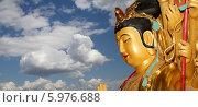 Купить «Золотая статуя Будды на фоне неба», фото № 5976688, снято 15 октября 2013 г. (c) Владимир Журавлев / Фотобанк Лори
