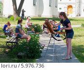 Купить «Юные художники на пленере в Рязанском кремле», эксклюзивное фото № 5976736, снято 5 июня 2014 г. (c) Александр Мишков / Фотобанк Лори