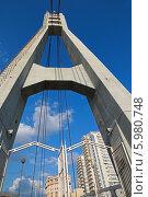 Купить «Голубое небо с легкими облаками и высотными зданиями за Мостом влюбленных. Краснодар», фото № 5980748, снято 29 мая 2014 г. (c) Емельянов Валерий / Фотобанк Лори