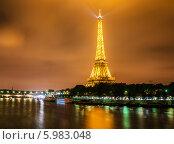 Купить «Эйфелева башня в ночное время. Париж, Франция», фото № 5983048, снято 11 июля 2013 г. (c) Elnur / Фотобанк Лори