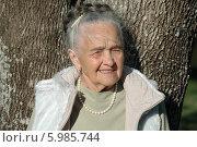 Портрет пожилой женщины. Стоковое фото, фотограф Дарья Неведрова / Фотобанк Лори