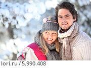 зимний портрет молодой пары. Стоковое фото, фотограф Phovoir Images / Фотобанк Лори