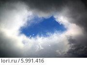 Купить «Просвет среди туч на небе», фото № 5991416, снято 26 мая 2014 г. (c) Михаил Коханчиков / Фотобанк Лори