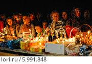 Купить «Люди на праздник Пасхи в сельском храме», фото № 5991848, снято 5 мая 2013 г. (c) Марина Остапенко / Фотобанк Лори