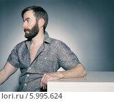 Портрет бородатого мужчины, смотрящего в сторону. Стоковое фото, фотограф Яна Застольская / Фотобанк Лори
