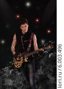 Рок-музыкант с гитарой. Редакционное фото, фотограф Natalia Bogdanova / Фотобанк Лори