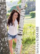 Купить «Молодая девушка в березовой роще», фото № 6004688, снято 18 мая 2014 г. (c) Володина Ольга / Фотобанк Лори