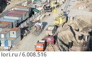 Купить «Бетоновоз едет по стройке», видеоролик № 6008516, снято 13 июня 2014 г. (c) Кекяляйнен Андрей / Фотобанк Лори