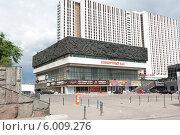 Купить «Здание концертного зала. Измайловское шоссе. Москва», фото № 6009276, снято 13 июня 2014 г. (c) Екатерина Овсянникова / Фотобанк Лори