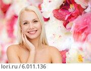 Купить «Ухоженное лицо и руки милой привлекательной девушки-блондинки с обнаженными плечами», фото № 6011136, снято 15 апреля 2014 г. (c) Syda Productions / Фотобанк Лори