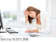 Купить «Головная боль у молодой женщины, сидящей в офисе за рабочим столом», фото № 6011908, снято 18 июля 2013 г. (c) Syda Productions / Фотобанк Лори