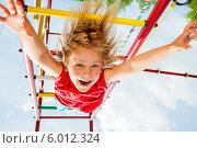 Купить «Счастливый ребенок на игровой площадке», фото № 6012324, снято 14 июня 2014 г. (c) Дмитрий Наумов / Фотобанк Лори