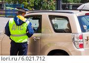 Купить «Проверки на дорогах», фото № 6021712, снято 19 июня 2014 г. (c) Кирпинев Валерий / Фотобанк Лори