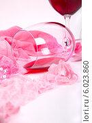 Два бокала вина рядом с розовым нижним бельем. Стоковое фото, фотограф Владимир Ходатаев / Фотобанк Лори