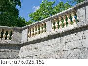 Купить «Балкон-терраса у Карпина пруда. Балюстрада. Гатчина», эксклюзивное фото № 6025152, снято 4 июня 2014 г. (c) Александр Щепин / Фотобанк Лори