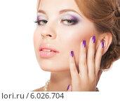 Купить «Красивая девушка с фиолетовым макияжем и маникюром», фото № 6026704, снято 18 июня 2014 г. (c) Вера Франц / Фотобанк Лори