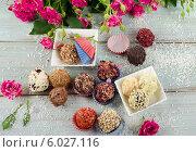 Шоколадные конфеты ручной работы. Стоковое фото, фотограф Tatjana Baibakova / Фотобанк Лори