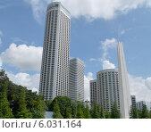 Высокие здания отеля Swissotel Stamford в Сингапуре (2014 год). Стоковое фото, фотограф Максим Гулячик / Фотобанк Лори
