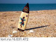 Купить «Доска для серфинга в песке на пляже», фото № 6031472, снято 7 июля 2013 г. (c) SummeRain / Фотобанк Лори