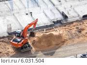 Купить «Экскаватор на строительной площадке», фото № 6031504, снято 13 апреля 2014 г. (c) Кекяляйнен Андрей / Фотобанк Лори