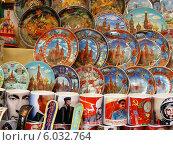 Купить «Сувенирная продукция продаются на Манежной площади в Москве», эксклюзивное фото № 6032764, снято 30 мая 2014 г. (c) lana1501 / Фотобанк Лори