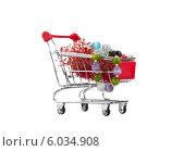 Купить «Тележка для шопинга с бижутерией», фото № 6034908, снято 22 июня 2014 г. (c) Баевский Дмитрий / Фотобанк Лори
