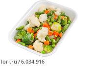 Свежие овощи в пластиковом контейнере. Стоковое фото, фотограф Александр Власик / Фотобанк Лори