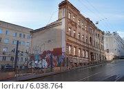 Купить «Заброшенное здание, Большой Николоворобинский переулок, дом 12, город  Москва», эксклюзивное фото № 6038764, снято 5 апреля 2014 г. (c) Dmitry29 / Фотобанк Лори