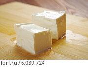 Сыр акави (Ackawi) - палестинский сыр, изготовленный из коровьего молока, иногда с примесью козьего и овечьего. Стоковое фото, фотограф Александр Fanfo / Фотобанк Лори