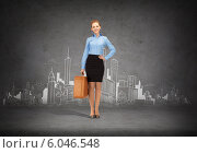 Купить «smiling businesswoman with suitcase», фото № 6046548, снято 23 июля 2019 г. (c) Syda Productions / Фотобанк Лори