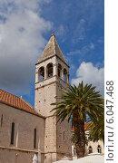 Купить «Колокольня церкви Вознесения Христа (1451 г.) доминиканского монастыря (основан в 1064 г.) в г. Трогир, Хорватия. Объект всемирного наследия ЮНЕСКО», фото № 6047468, снято 16 июня 2014 г. (c) Иван Марчук / Фотобанк Лори