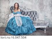 Купить «Красивая девушка в старинном платье», фото № 6047504, снято 10 апреля 2014 г. (c) Darkbird77 / Фотобанк Лори