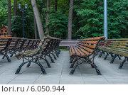 Деревянные лавки в парке (2014 год). Стоковое фото, фотограф Михаил Гайдей / Фотобанк Лори