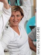 Купить «Woman working out at the gym», фото № 6051840, снято 13 апреля 2010 г. (c) Phovoir Images / Фотобанк Лори