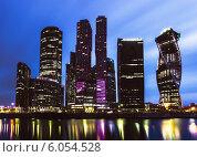 Купить «Москва-сити в сумерках», фото № 6054528, снято 22 марта 2014 г. (c) Артём Сапегин / Фотобанк Лори