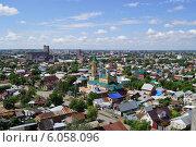 Купить «Вид на город с высоты. Церковь среди домов», фото № 6058096, снято 14 июня 2014 г. (c) Юлия Лифарева / Фотобанк Лори