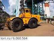 Купить «Колесный трактор К-701», эксклюзивное фото № 6060564, снято 30 июня 2014 г. (c) Валерий Акулич / Фотобанк Лори