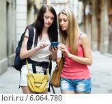 Two women students with bags using the map. Стоковое фото, фотограф Яков Филимонов / Фотобанк Лори