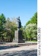 Купить «Памятник Ленину в городе Перми», фото № 6065880, снято 14 мая 2012 г. (c) Elena Monakhova / Фотобанк Лори