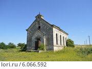Заброшенный католический храм, построенный в бывшей немецкой колонии. Стоковое фото, фотограф Яна Зайцева / Фотобанк Лори