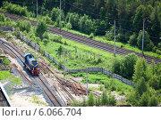 Купить «Маневровый локомотив на промышленном предприятии», фото № 6066704, снято 17 июня 2013 г. (c) Кекяляйнен Андрей / Фотобанк Лори